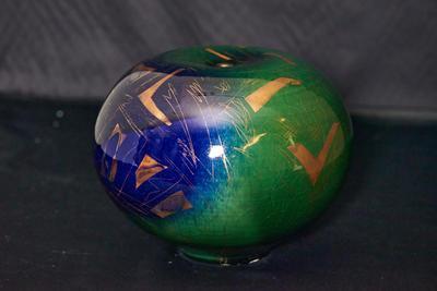 Jar with lustre