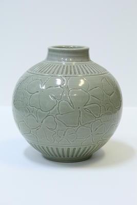 Incised flower blossom jar